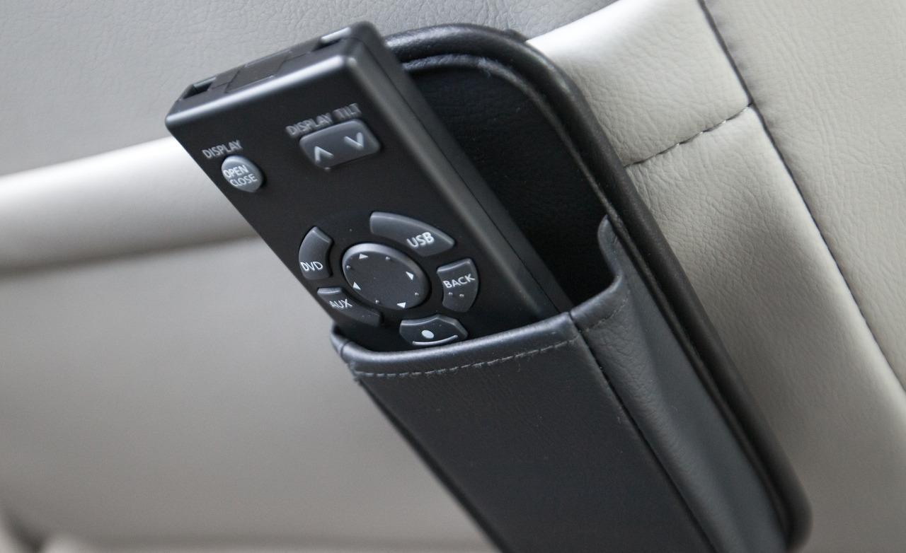 2011-nissan-quest-le-infotainment-remote-control-photo-395191-s-1280x782